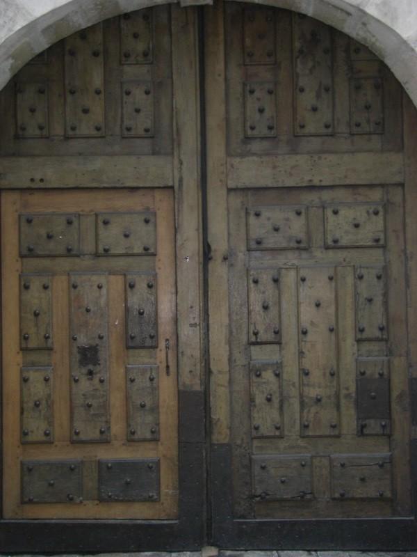 rue beautreillis-studded door-271210
