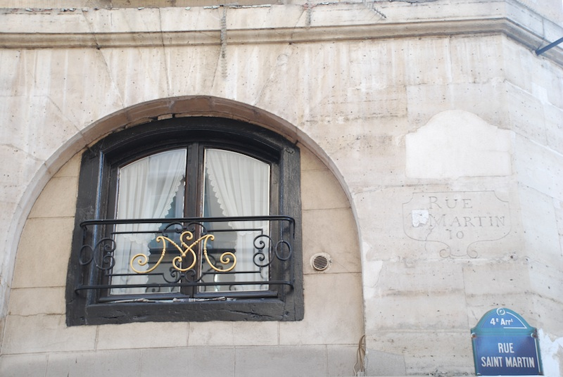 rue saint martin-old sign and grille-170211