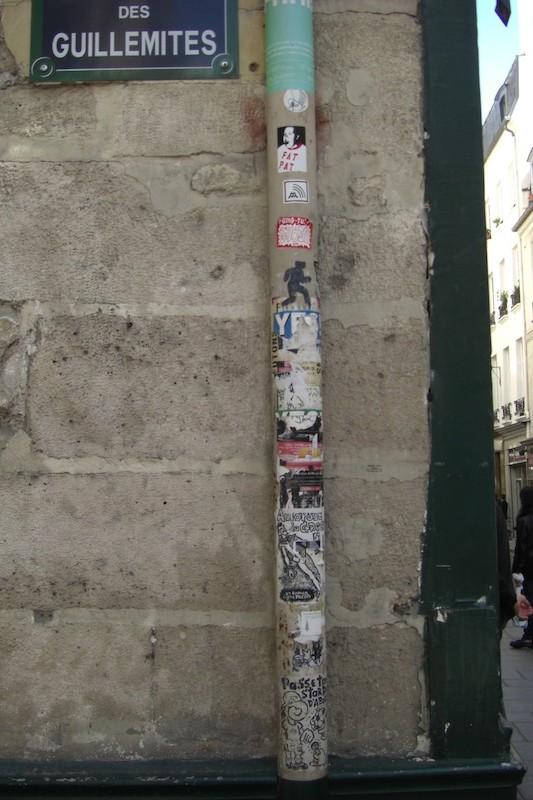 rue des guillemites-lamp post signs-0345-180509