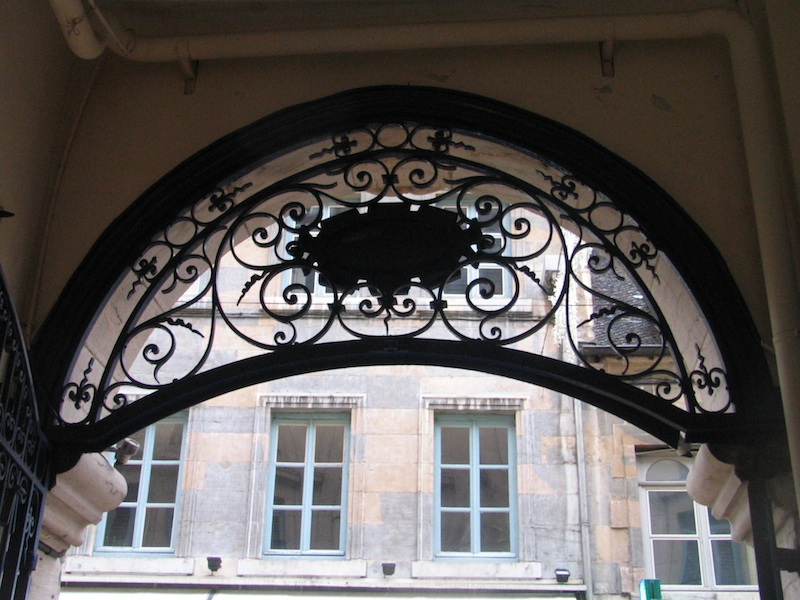 grande rue- iron and stone-entrance-038-301204