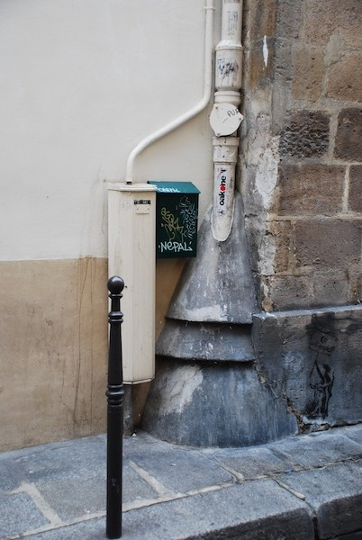 rue aubriot-stone-graffiti-0779-210211