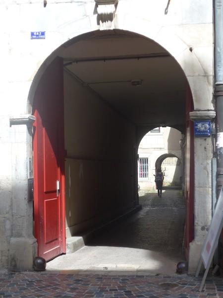 rue des granges-cour-7-P1000800-resized-1400415