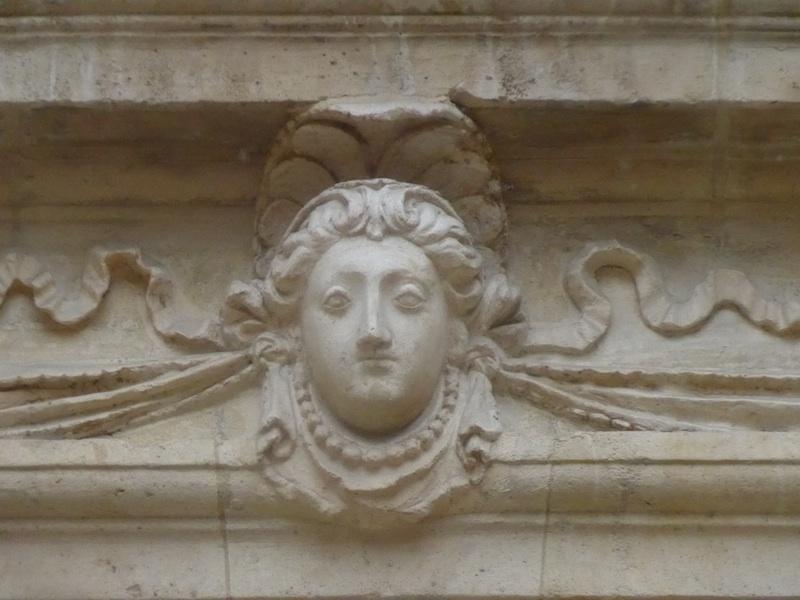 rue saint antoine-P1010441-hotel de sully-female head-resized-300415