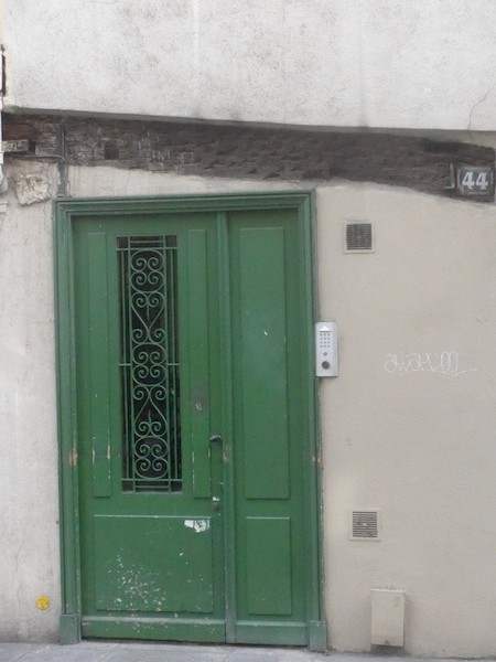 rue saint paul-P1010377-crooked beam-resized-280415