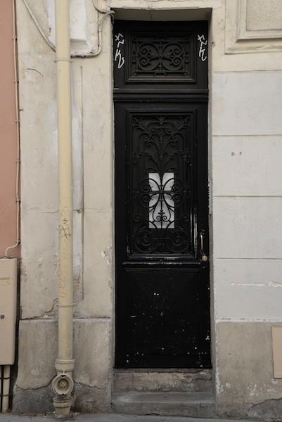 Passage Saint-Pierre Amelot-DSC_3600-narrow door-resized-130615