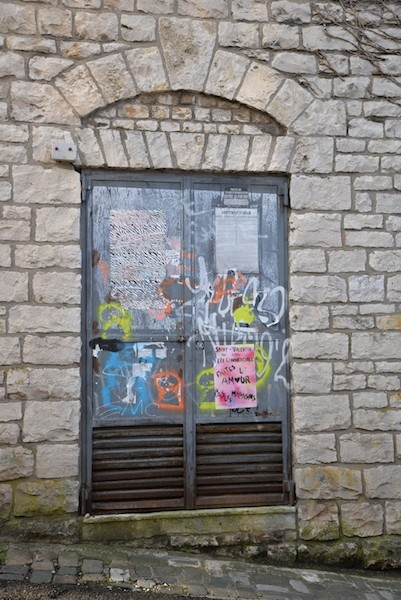 rue des fusilles de la resistance-DSC_0686-stone arch-graffiti-resized-180415