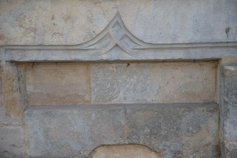 grande rue-DSC_0842-stone arrow head-resized-200415