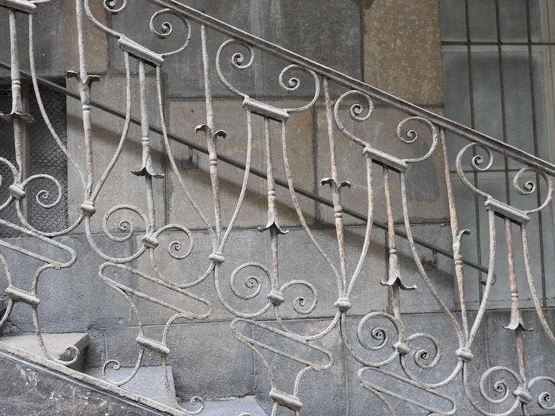 grande rue-DSCN0085-109-stairs-resized-191115