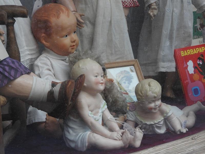 impasse berthaud-DSCN3805-doll museum window-resized-210116