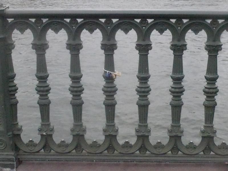 pont d'arcole-P1030362-grille-resized-161215