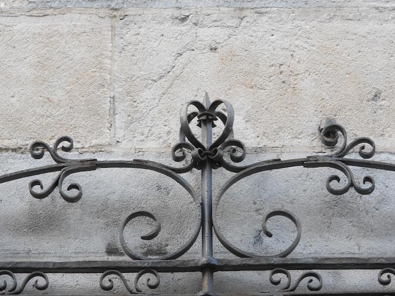 rue de la vieille monnaie-DSCN2380-10-stone-grille-resized-241215