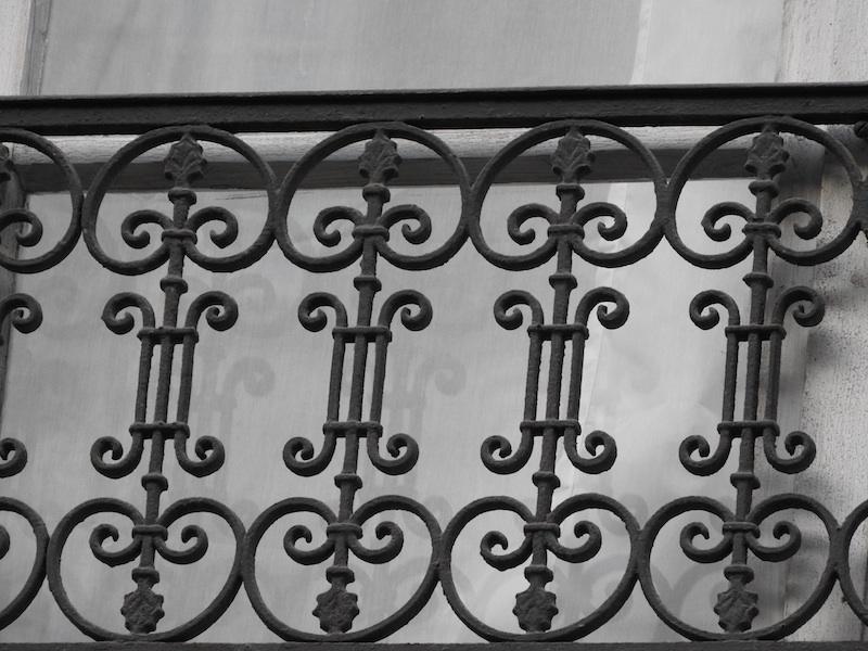 rue de montmorency-DSCN3744-16-grille-reflection-resized-200116